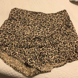 Leopard shorts with ruffle In front